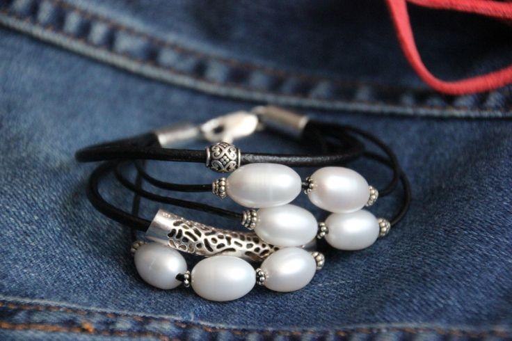 Ref. 20.1301.08 Pulsera cuero negra - Perlas de Oriente