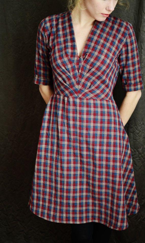 1940 vestito / / Burgundy Navy Plaid di LetsBacktrack su Etsy