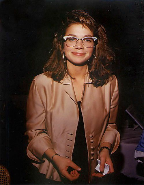 Would like to take a moment to hail Justine Bateman for looking cute and cool circa 1989.