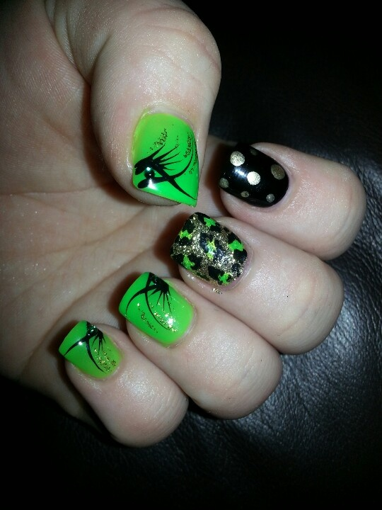 My it works nails!  BLACK GREEN AND BLING