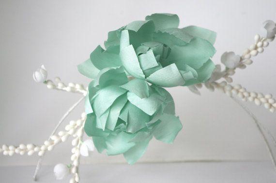 Mint flowers branch / Wedding headpiece / por PapillonsDeLeticia, £65.00