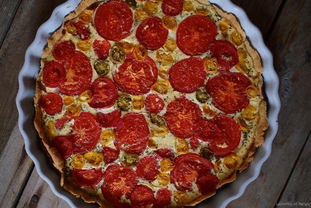 Tomatový quiche s bazalkovým pestem