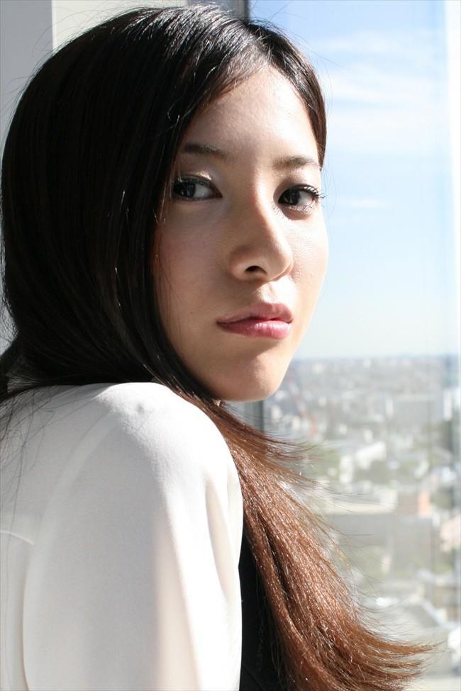 振り向き美人の吉高由里子