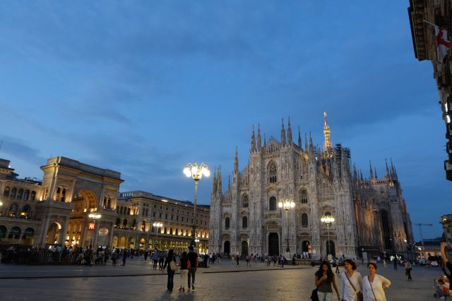 http://www.thetechgypsy.com/milan-on-a-shoestring-how-to-see-the-sights-without-breaking-the-bank/ #milan #italy #europe #travel #wanderlust #thetechgypsy #piazza