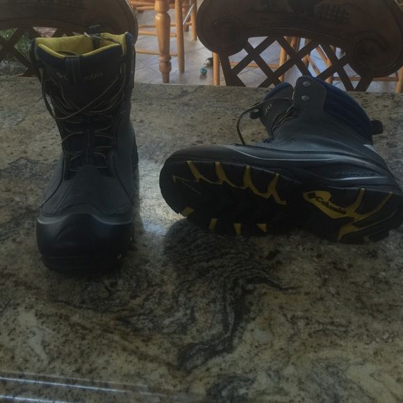 Men's snow boot Waterproof snow boot like new, has been worn. No damage, comfy! Good buy! Columbia Shoes Winter & Rain Boots