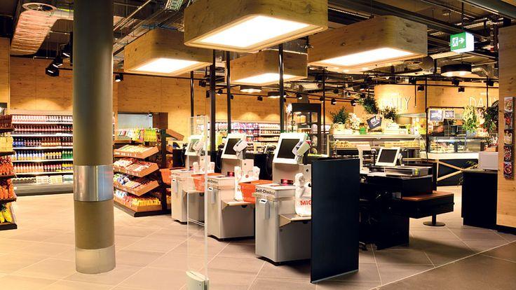 Auf beiden Ebenen stehen mehrere SB-Kassen zur Verfügung. Die Standardkassen von Migros wurden für das Projekt in Material und Farbe überarbeitet. Das Konzept von Migros Daily soll auch an anderen Standorten umgesetzt werden: Die Genossenschaften Luzern, Aare und Basel planen weitere Filialen, in Zürich und in der Westschweiz werden Teilsortimente in bestehende Märkte integriert.