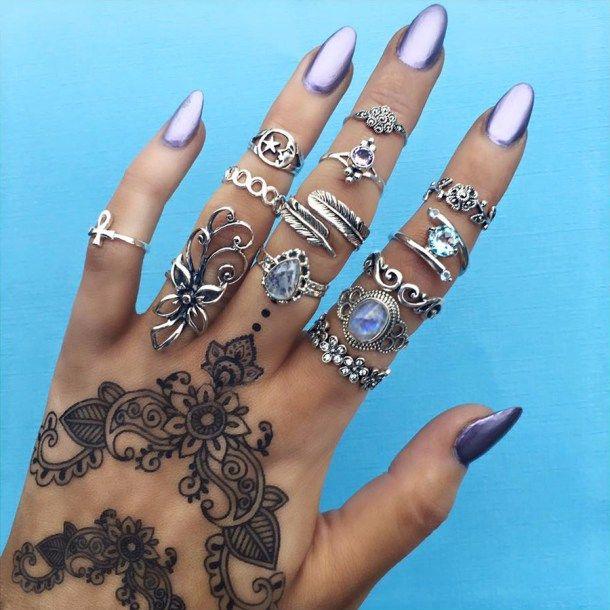 Anéis, unhas, tatto