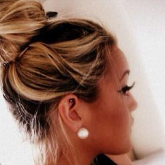 Big bun, Big eyelashes, Big pearls like the hair color. gorgeous all around