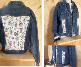 Spijkerjas, maat L-XL Upcycled jeans jacket 'Pimped by Lazy Lola'