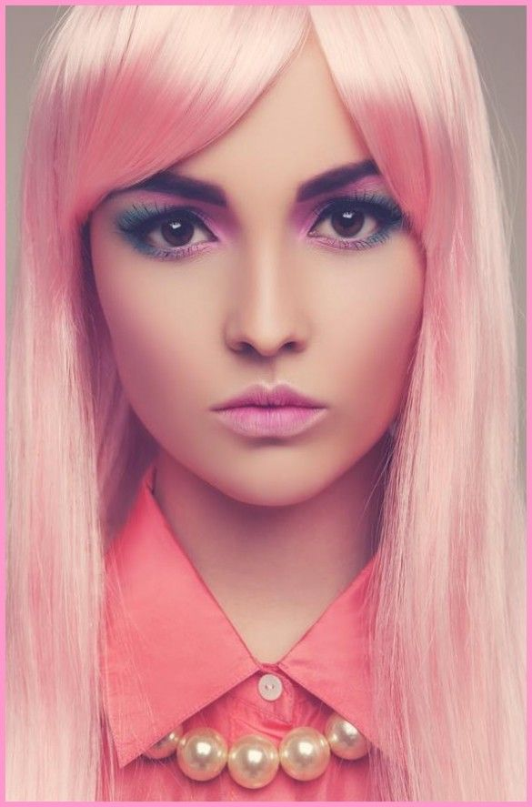 Pastel pink hair! Love the eye makeup!