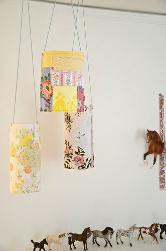 Pretty Patchy Paper Lanterns: Idea, Lamps Shades, Paper Lanterns, Fabrics Scrap, Diy Gifts, Baby Rooms, Scrap Fabrics, Patchwork Lampshades, Fabrics Lanterns