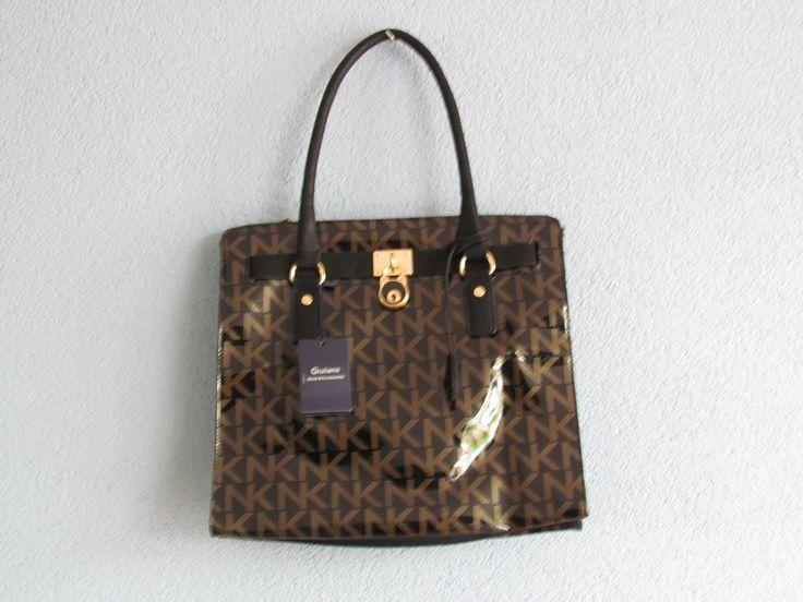 Zwarte tas met letters lak Artikelnummer: 0727 Prijs: € 26,95