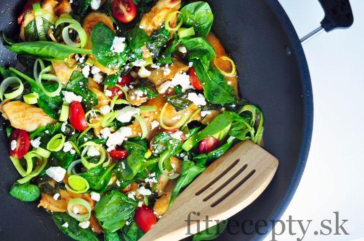 Kuracie stehná so špenátom a pórom v paradajkovej omáčke - FitRecepty