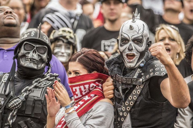Report: Raiders move to Las Vegas in 'serious jeopardy' = The Oakland Raiders' potential of moving to Las Vegas has quickly descended in the span of one day. Earlier on Monday, investor Sheldon Adelson…..