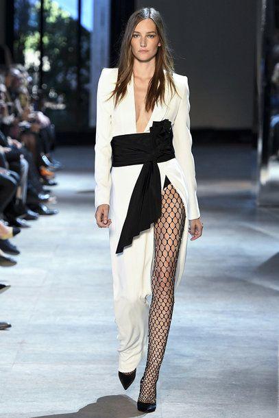 Wir feiern das Comeback der Netzstrumpfhose! Hier: Alexandre Vauthier, Haute Couture