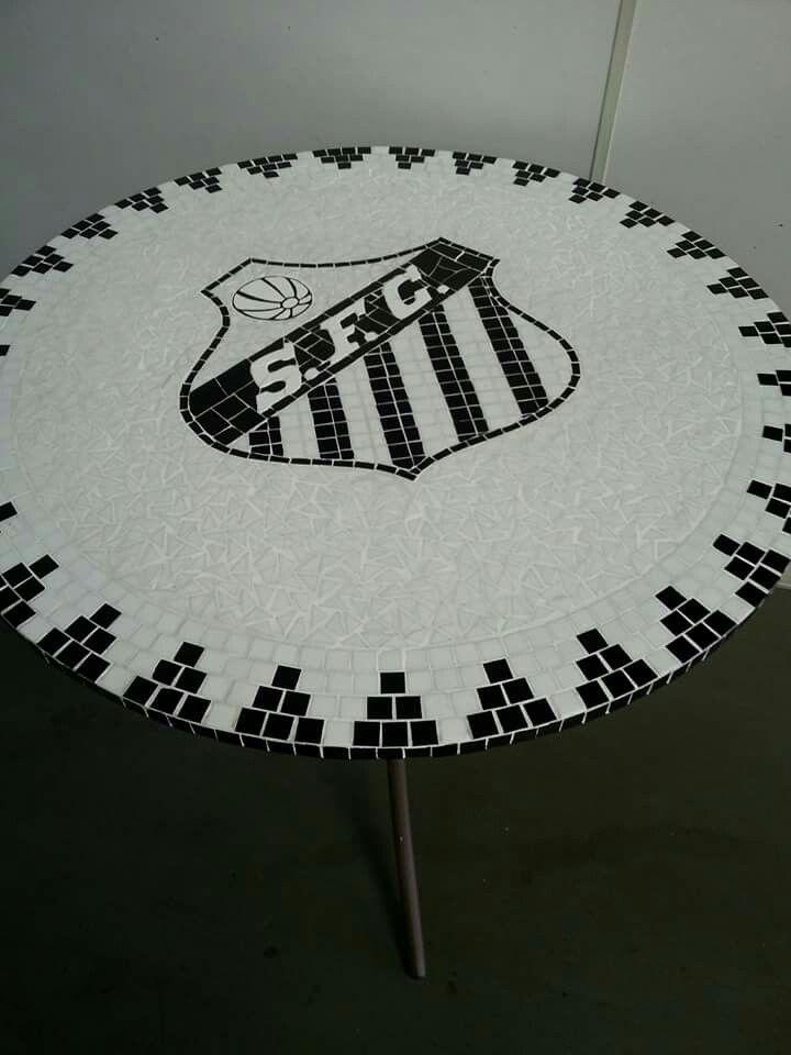 Tampo de mesa em mosaico de pastilhas e azulejos time do Santos