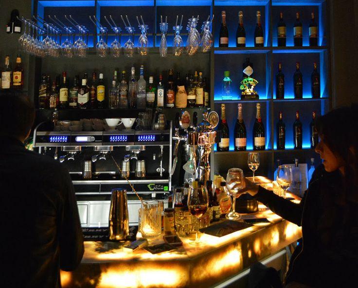 cafe' bar interior design