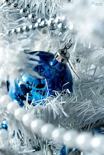 Image detail for -Blue Christmas decorations look great on a white , silver, blue or ...: