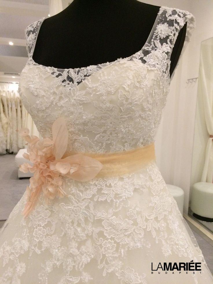 Bia esküvői ruha - Pronovias 2016 - La Mariée Budapest http://lamariee.hu/eskuvoi-ruha/pronovias/bia_2