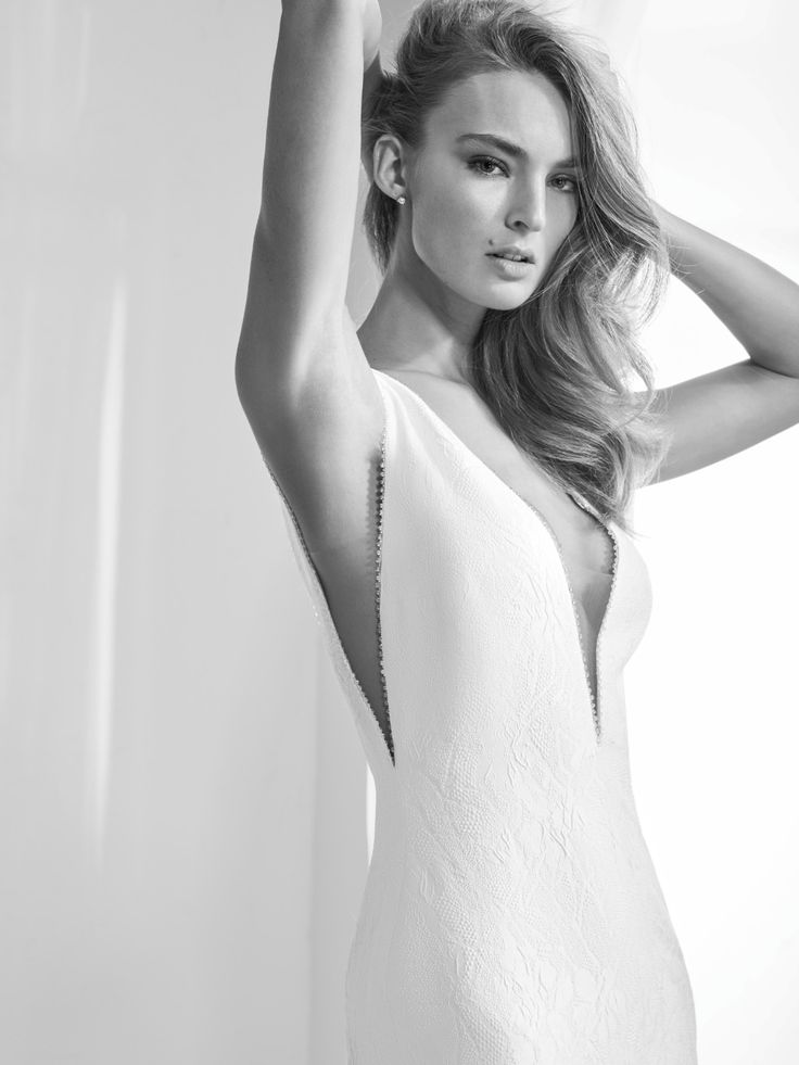 How excited are you for the 2018 Atelier Pronovias Collection!?  See the preview here!