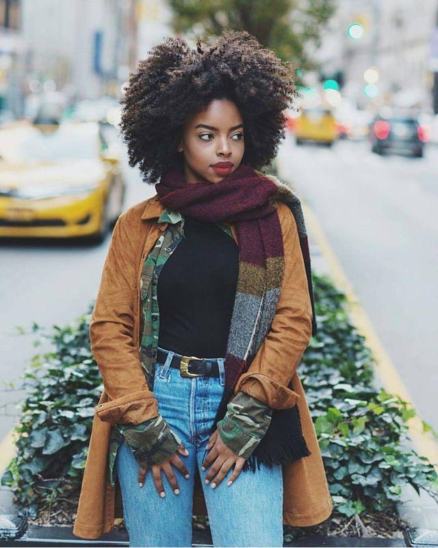 Cheveux afro crépus naturels