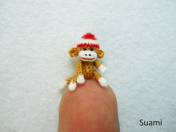 Mini Amigurumi Sock Monkey,   Mini gehaakte sok aap, SuAmi