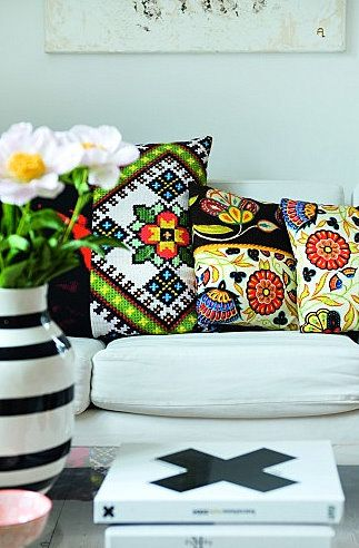 Yes, colorful pillows with black in the mix. That's what I'm talkin' about!