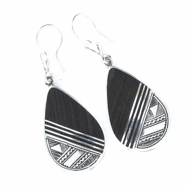Boucles d'oreilles Touareg losange en bois d'ébène et argent massif, vente à la bijouterie artisanale Laoula. http://www.laoula-bijoux.com