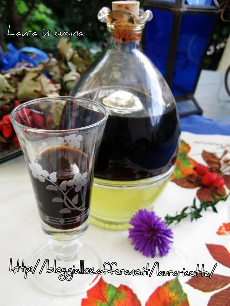 Oggi ,il mio liquore di liquirizia!Mi sembra il liquore adatto per questo periodo di halloween tutto streghe,pozioni nere e misture magiche !!A parte gli ..