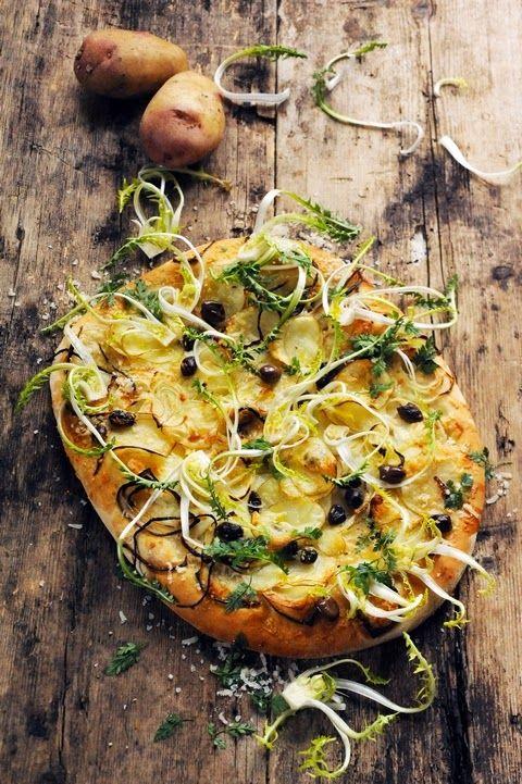 Pizza parisienne aux pommes de terre et aux pissenlits.