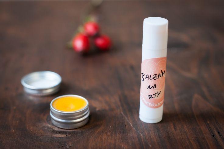 Popraskané koutky a rty? Tak to se bude hodit šípkový balzámek:) Díky šípkovému olejije balzámek opravdu hodně regenerační a má...
