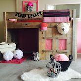 Lief steigerhouten meisjesbed met unieke speelhut! Lieve meisjeskamer. #girlsroom #sweet #cute #schattigsteigerhoutenbed #holland #milheeze #noordbrabant