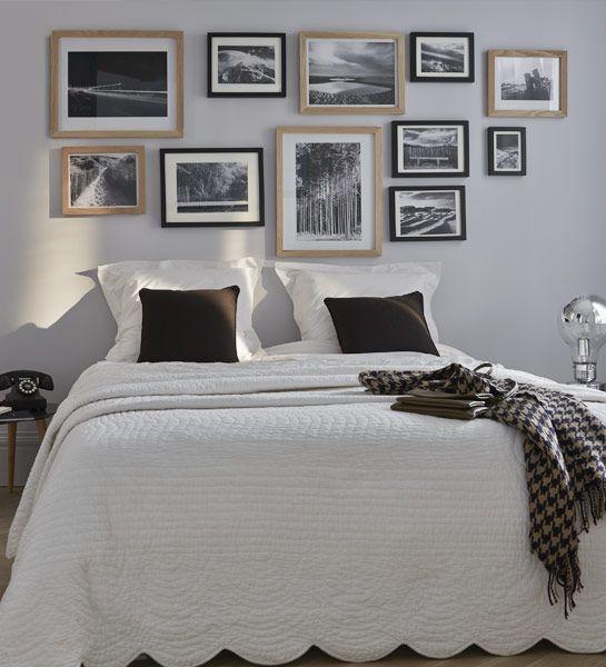 Tête de lit  Un mur de cadres pour habiller la tête de lit. Une véritable galerie de paysages qui invite à la rêverie. http://www.castorama.fr/store/pages/idees-decoration-facile-mur-cadres.html