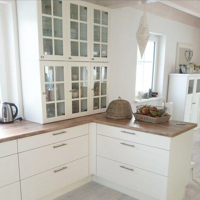 Buon pomeriggio… Stile Nordico per la bella casa svedese di Silke, ambienti chiari, luminosi, dove il bianco la fa da padrone, da non co...