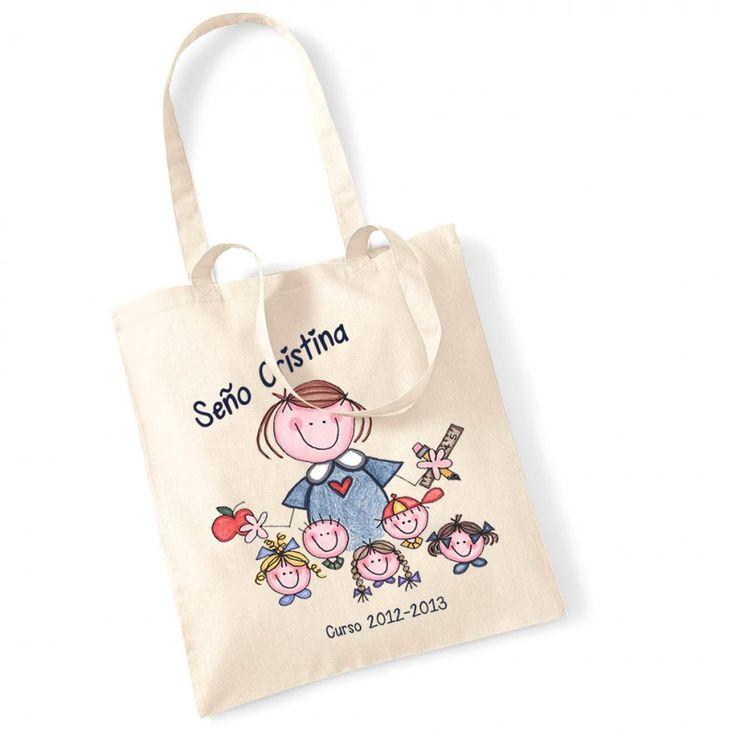 """Bolsa para profesora con niños. Divertida bolsa para regalar a la seño, a la maestra, a la profesora, ese ser que tu hijo adora y que le enseña tanto!! La bolsa es de color natural con un dibujo de una profesora rodeada de niños. La personalizamos con el nombre de la seño y con el curso de la clase o el nombre de la clase, por ejemplo """"Curso 2014-2015"""" o """"Clase de los ratones"""". Precio: 16 €"""