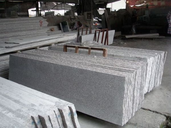 Granite paving slabs are usually used for paving the outdoor space like the patio or the driveway. Used for its high durability and state-of-art appeal, the granite paving slabs of China have become very popular in Asia and Eastern Europe.