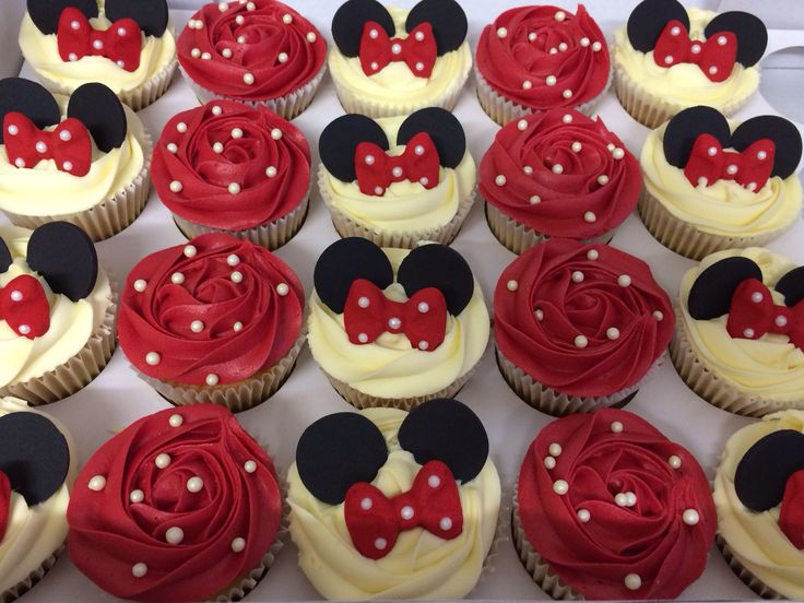 Minnie Mouse cupcakes I love the original red instead of pink. For a Vintage Minnie Mouse party:) ♥vanuska♥