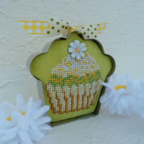 Cross Stitch Vanilla Cupcake in Cookie от SnowBerryNeedleArts