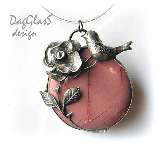 cínový šperk z minerálom ...Slávik a ruža...
