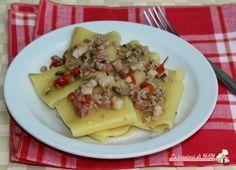 Pasta pancetta funghi e macinato ricetta primo piatto con funghi champignon, pancetta affumicata, carne macinata e pomodorini, facile e veloce da preparare.