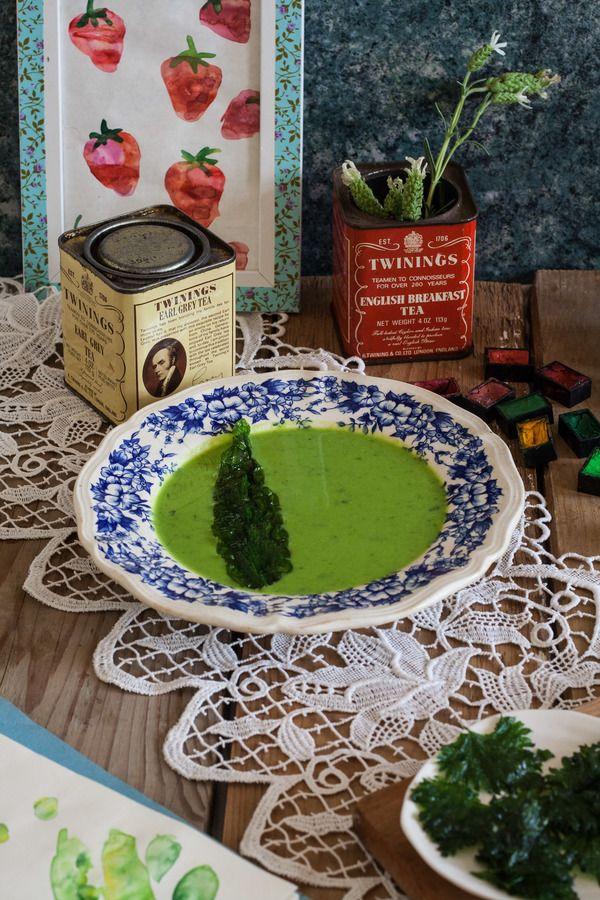 Zupa z zielonego groszku z czosnkiem niedźwiedzim
