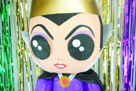 Muñeco piñata inspirada por la reina malvada Horrible