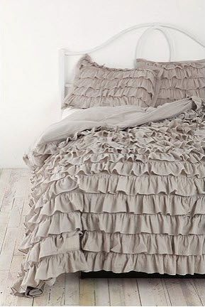 I am in love with this gorgeous bedding from Urban Outfitters!  It comes in ivory, gray, petal pink, and yellow.  Twin and double/queen sizes, around $150.   *sigh*