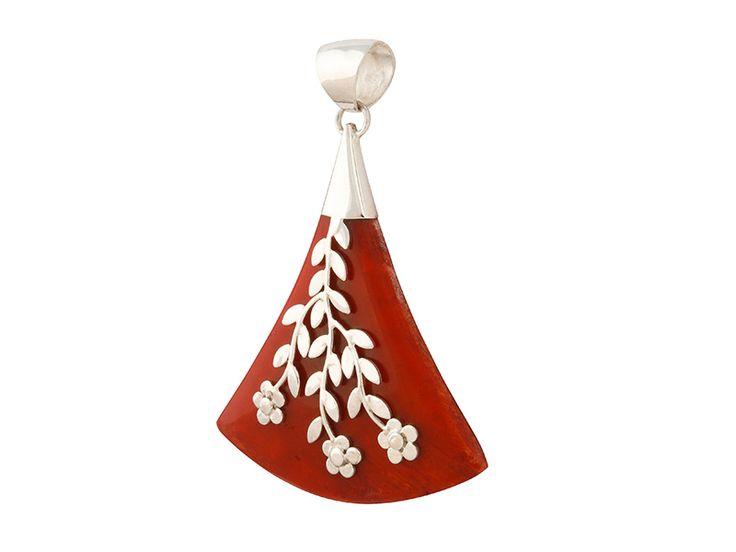 Zilveren hanger uit Indonesië - Koraal hanger uit Bali met zilveren decoraties