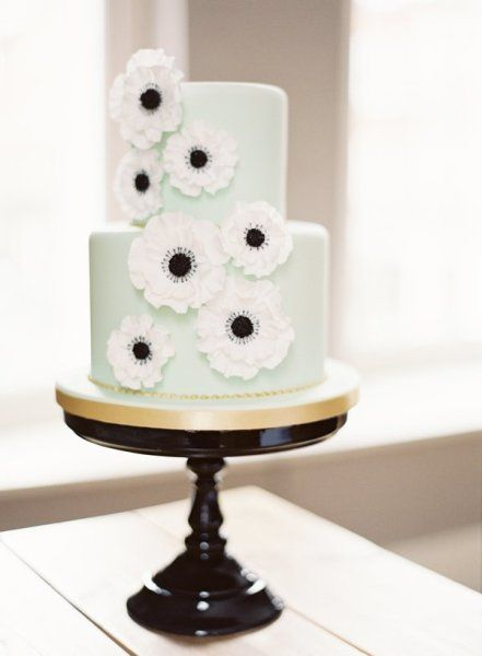 Mint and poppy cake