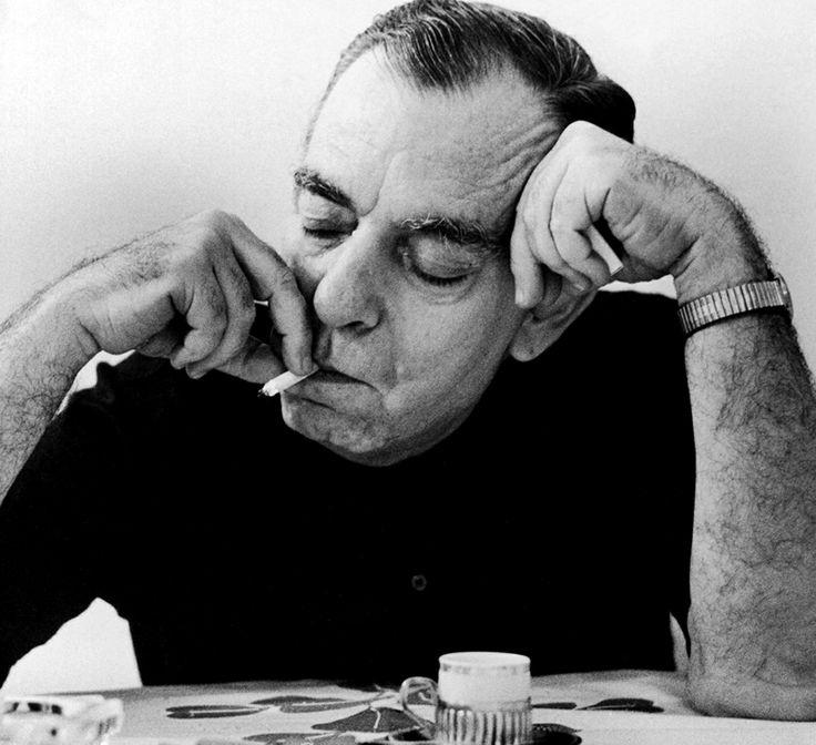 Nelson Rodrigues - (1912-1980) e tido como o mais influente dramaturgo do Brasil. Foi repórter policial durante longos anos, de onde acumulou uma vasta experiência para escrever suas peças a respeito da sociedade. Foi um grande representante da literatura teatral do seu tempo, apesar de suas peças serem tachadas muitas vezes como obscenas e imorais.