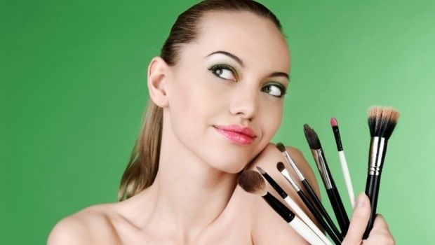 Armani 2014 Makyaj Koleksiyonu. Ünlü markaların 2014 İlkbahar Yaz makyaj koleksiyonlarını incelemeye devam ediyoruz. Linda Cantello... #make-up #makyaj #cilt #rimel #ruj