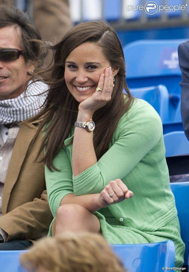 Pippa Middleton le 13 juin 2013 devant la fin du match Andy Murray - Nicolas Mahut, lors du tournoi du Queen's, à Londres.