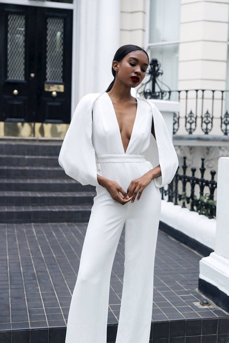 Trending this Spring 2017 the ever so sexy one piece white cape jumpsuit. A must have for the fashionista that on her game. Material:Nylon,Polyester *Please allow unto 5 weeks foe delivery due to the