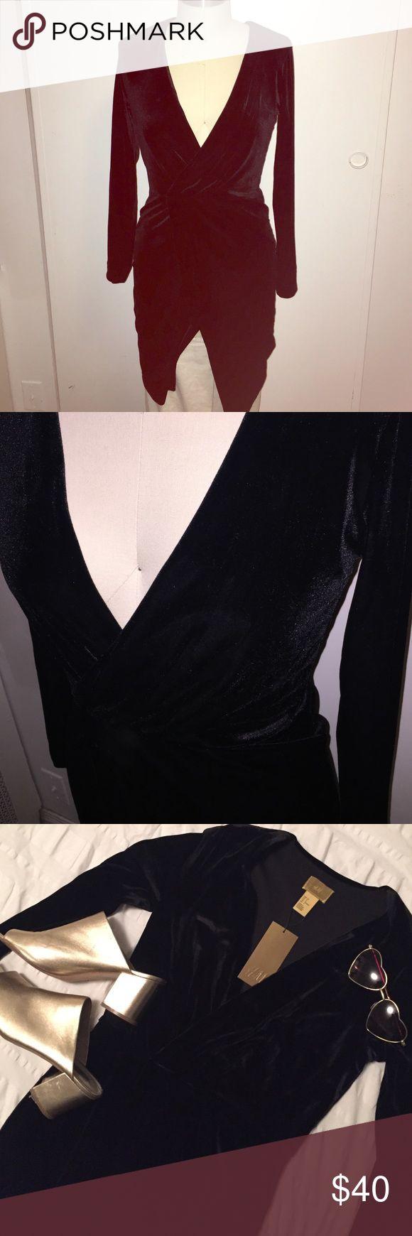 H&M velvet dress Perfect winter dress! Deep v-neck surplice dress with long sleeve. Stretchy and comfy H&M Dresses Mini